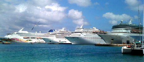 Cruise ship lineup. Photo by Jemingway, flickr.com/photos/jemingway3